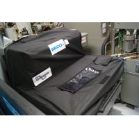 A tampa do compartimento para aparas pode ser montada em qualquer compartimento e transportador de cavacos.