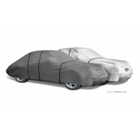 Die atmungsaktive Autoabdeckung für den Außenbereich ist in acht Versionen erhältlich und bietet Schutz bei jedem Wetter.