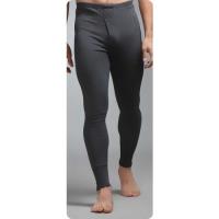 En mand iført termiske bukser fra leverandøren af termisk tøj.