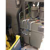 CNC genvindingssystem til kølevæske installeret på en skæremaskine.