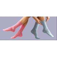 Lyserøde og blå sokker fra den førende leverandør af diabetessokker, GentleGrip.