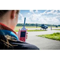 Enkel lydniveau måler giver præcise aflæsninger i en lufthavn.