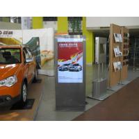 LCD digital skiltning i et bil showroom