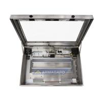 Vandtæt LCD-kabinet visning af enheden fra forsiden med døren åben
