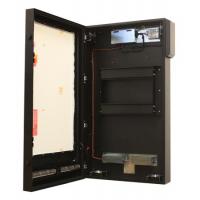høj lyse portræt kabinet med døren åben