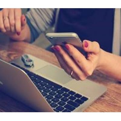 budget indstilling teknikker ved hjælp af bærbar computer og mobiltelefon