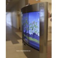 Ein gekrümmter Touchscreen mit einer 40-Zoll-Touch-Screen-Overlay
