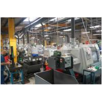 Maschinelles Schneidflüssigkeitsrecycling in einem Bearbeitungszentrum.
