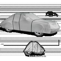 Allwetter-Autoabdeckungen zum Schutz eines Autos auf einem Anhänger.