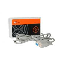 Funkzeitempfänger Vorderansicht mit RS232-Kabel
