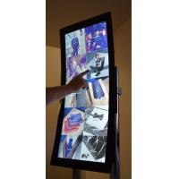 Una pantalla táctil curva con una superposición de pantalla táctil de tamaño personalizado