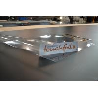 Un Touchfoil listo para ser instalado en una pantalla táctil a prueba de agua