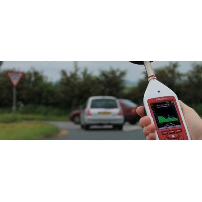 Se utiliza un medidor de decibelios Optimus para la medición del ruido ambiental.