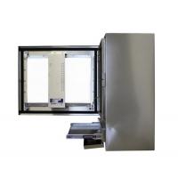 Vista de la Carcasa impermeable ordenador industrial lado con la puerta abierta y la bandeja del teclado