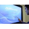 pantalla táctil de señalización digital en uso