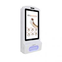 Vista frontal de la pantalla digital de desinfectante de manos.