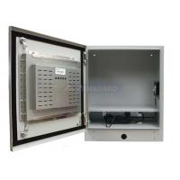 Recinto industrial de la pantalla táctil con la puerta abierta que muestra la pantalla táctil