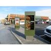 recinto de señalización digital al aire libre qsr imagen situ en
