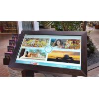 Un kiosque à écran tactile en libre service avec un film PCAP