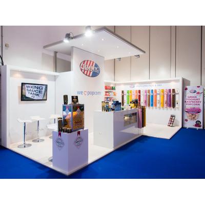 stand d'exposition design à un spectacle
