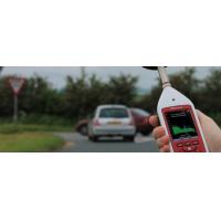 पर्यावरण शोर माप के लिए एक ऑप्टिमस डेसिबल मीटर का उपयोग किया जा रहा है।