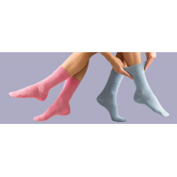 GentleGripのピンクとブルーの糖尿病の靴下。