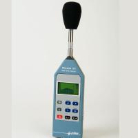 プロの音響測定用の騒音測定装置。