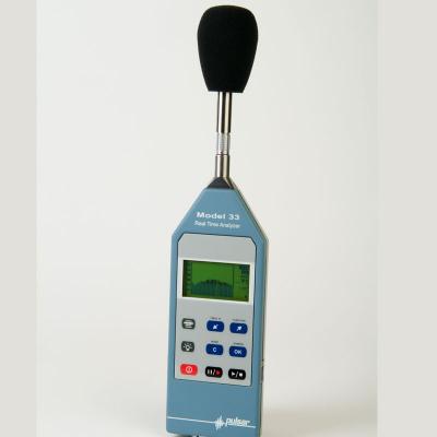 Geluidsmeetapparaat voor professionele geluidsmetingen.