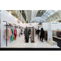 Utstillingen står uk for et klær selskap på en utstilling