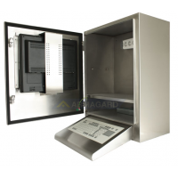 vanntett datamaskin kabinett med kile tastatur og døren åpen viser skjermen på døren