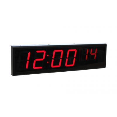 Sygnał Zegaruje sześciocyfrową mocą nad widokiem z boku zegara ethernetowego