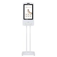 Cyfrowy wyświetlacz dezynfekcji rąk zamontowany na stojaku.