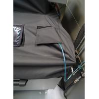 Tampa da lixeira do transportador em uso com o protetor de refrigerante Wogaard.