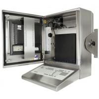 gabinete à prova de água compacto com porta aberta mostrando PC