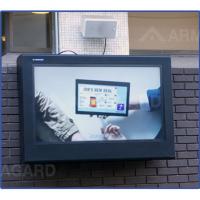 gabinete tv ao ar livre em insitu pendurado na parede