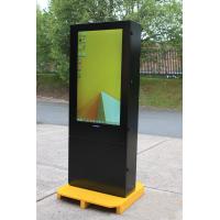 Vista direita de exibição digital armagard ao ar livre