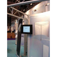 Display de publicidade LCD Armagard em uso