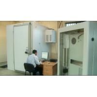 Instalação de teste ambiental de fabricante de hardware de sinalização digital.