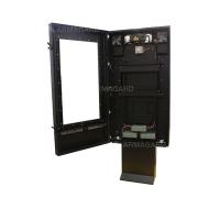 Gabinete de sinalização digital para exterior qsr com a porta aberta