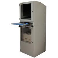 Industriell datorskåp med tangentbord bricka öppen