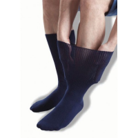 Şişmiş bacakların rahatlatılması için GentleGrip lacivert ödem çorapları.