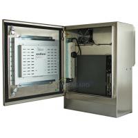 Kompakt su geçirmez dokunmatik ekran kapısı açık gösteren bilgisayar ve ekran